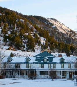 A 2013 photo of the historic 1900 Chico hotel, and mountain backdrop.
