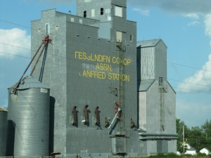 A summer 2012 photo of the elevator co-operative in Fessenden, Wells County, North Dakota.